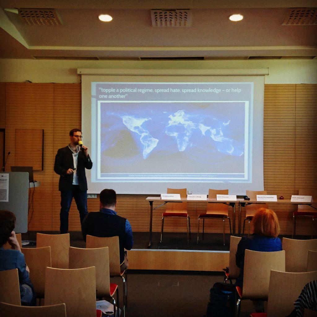 Leute geben was auf seine Meinung: Christian spricht bei einer Social-Media-Konferenz in Klagenfurt am Wörthersee.