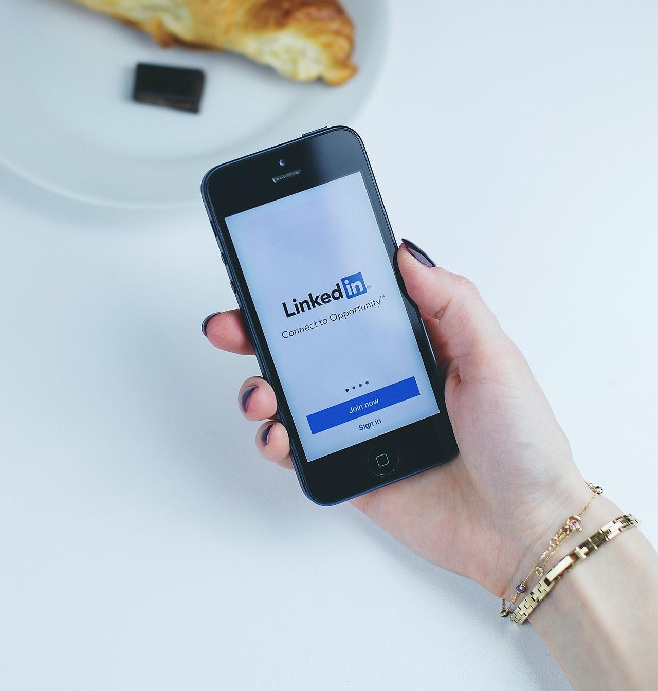 Nutzerzahlen bei LinkedIn: 15 Mio. in DACH und 722 Mio. weltweit
